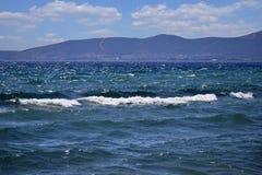 Berge über Meer Lizenzfreie Stockbilder