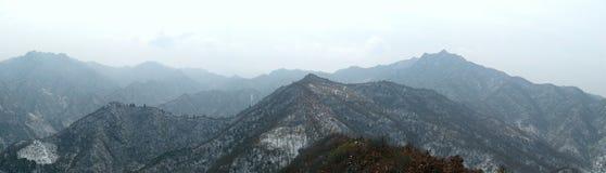 Berge abgedeckt mit Schnee Lizenzfreies Stockbild