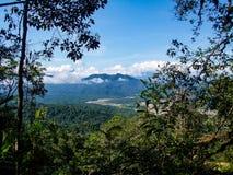 Berge au Pérou avec l'extraction de l'or image stock