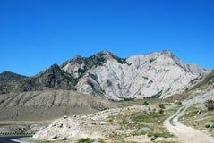 Berge auf Himmelhintergrund stockbild