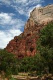 Berge aufgerichtet in der Wüste Stockfotos