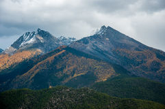Berge Autumn Scenery in Szechwan Stockbild