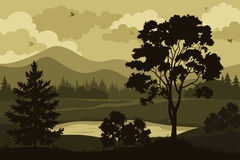 Berge, Bäume und See Lizenzfreies Stockfoto