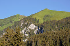Berge bei Bernex in Frankreich lizenzfreie stockfotos