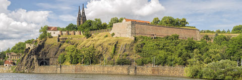 Berge de Prague à la foudre dramatique Photographie stock libre de droits