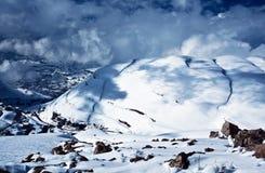 Berge deckten Schnee ab Stockbilder