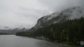 Berge in den Wolken stock video