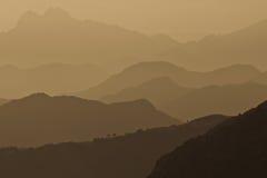 Berge an der Dämmerung Stockfotos