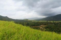 Berge in der Regenzeit Stockfotografie