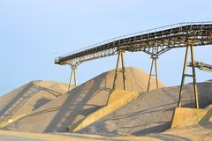 Berge des Sandes und des Kieses Stockbilder
