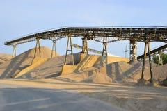 Berge des Sandes und des Kieses Lizenzfreie Stockfotos