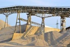 Berge des Sandes und des Kieses Stockfoto