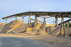 Berge des Sandes und des Kieses Lizenzfreie Stockfotografie