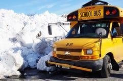 Berge des Schnees angehäuft oben auf den Straßen nach einem Wintersturm Lizenzfreies Stockfoto