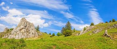 Berge des Tales Eselsburger Tal, schwäbische Alpen stockfotografie