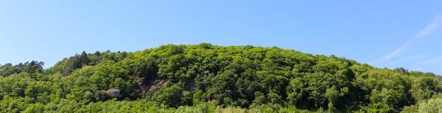 Berge en blauwe hemel Stock Afbeelding