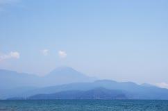 Berge im Dunst Lizenzfreies Stockfoto