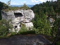 Berge im Holz Stockfoto