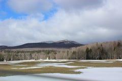 Berge im Winter lizenzfreie stockbilder