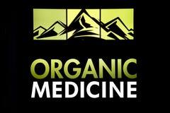 Berge mit organischer Marihuana-Medizin lizenzfreies stockfoto