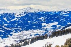 Berge mit Schnee im Winter Skiort Westendorf Stockfotografie