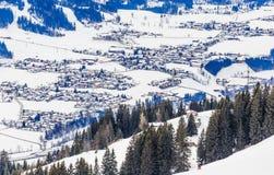 Berge mit Schnee im Winter Skiort Westendorf Lizenzfreie Stockfotos