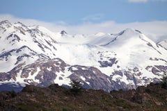 Berge mit Schnee am Nationalpark Torres Del Paine, Magallanes-Region, Süd-Chile Stockfotos