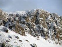 Berge mit wenigem Schnee Lizenzfreies Stockfoto