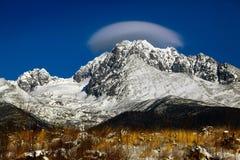 Berge mit Wolken Stockfotos