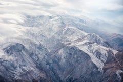 Berge mit Wolken Stockbilder