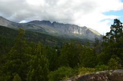Berge mit Wolken Stockbild