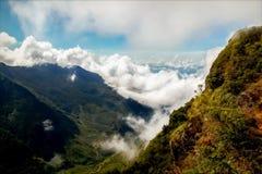 Berge mit Wolken Hochebene ` Ende des Welt-`, Horton, Sri Lanka Lizenzfreie Stockfotografie