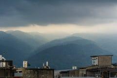 Berge nahe der Stadt von Chanthaburi Stockfotografie