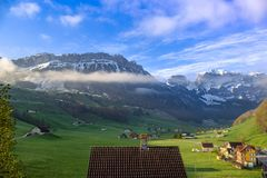 Berge nahe Schwende, die Schweiz Stockfotografie