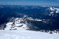 Berge, Schnee, Himmel und Wolken Stockfotos