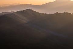 Berge am Sonnenuntergang Stockfotografie