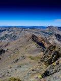 Berge treffen den Himmel Lizenzfreies Stockbild
