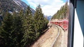 Berge um bergun, switserland genommen vom Rhatische Bahn Stockbild