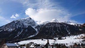 Berge um bergun, switserland genommen vom Rhatische Bahn Stockfotografie
