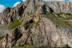 Berge und blauer Himmel lizenzfreies stockbild