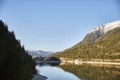 """Berge und der See Achensee in Österreich-†""""Stockfoto lizenzfreie stockfotografie"""