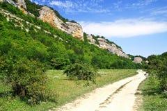 Berge und die Straße Stockfoto