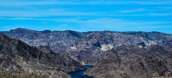 Berge und Fluss Lizenzfreie Stockfotos