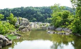 Berge und Fluss-Landschaft Lizenzfreie Stockbilder