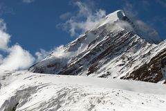 Berge und Gletscher. Lizenzfreie Stockbilder