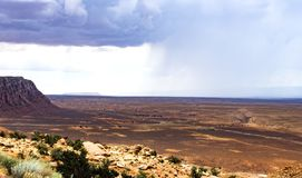 Berge und lokalisierte szenische Ansicht des Sommerregens, Marmorschlucht Hwy 89 Stockfotografie
