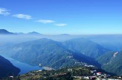 Berge und See Stockbilder