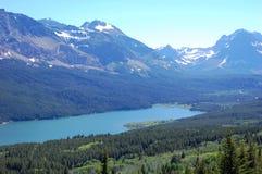 Berge und See Lizenzfreie Stockfotos