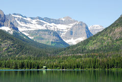 Berge und See lizenzfreies stockbild