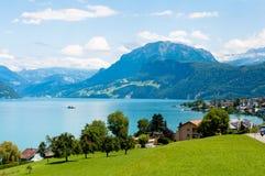 Berge und Seen. Alpen Stockfotos